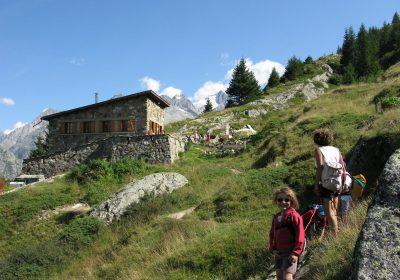 English evening in hut Alpe du Pin