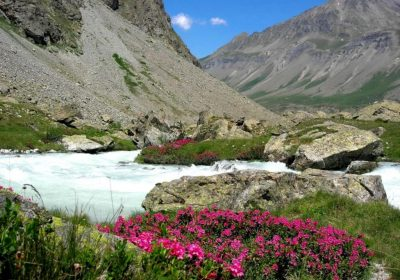 Hiking to the sources of La Romanche river with Le Plein d'Air