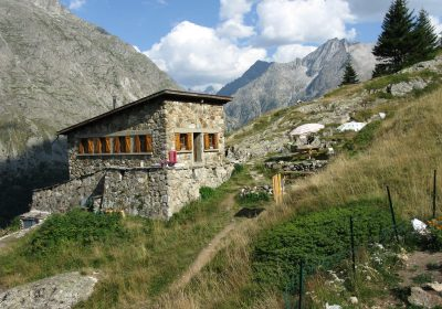 Songs & Guitar at the Alpe du Pin