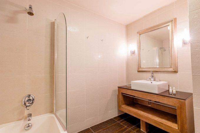 Family Room – bathroom