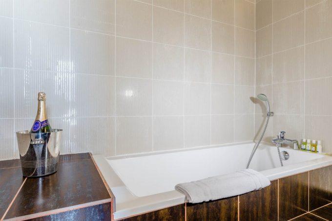 Duplex Suite – bathroom