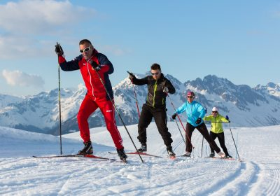 Crosscountry skiing with ESF