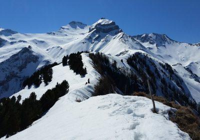 The Croix du Carrelet ridge on snowshoes