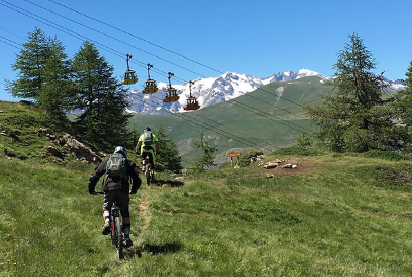 Enduro downhill MTB trails at the cable car of La Grave-La Meije (3)